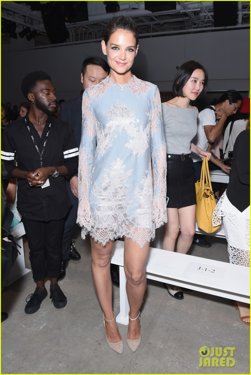 katie holmes is lovely in lace at lanyu fashion show 093955328