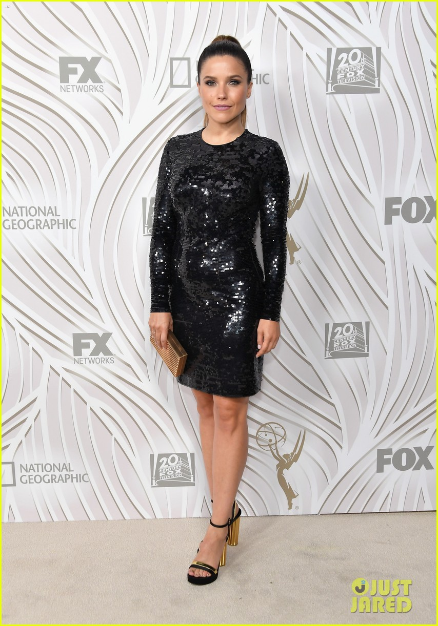 sarah hyland julie bowen switch it up for fox emmys after party 133960050