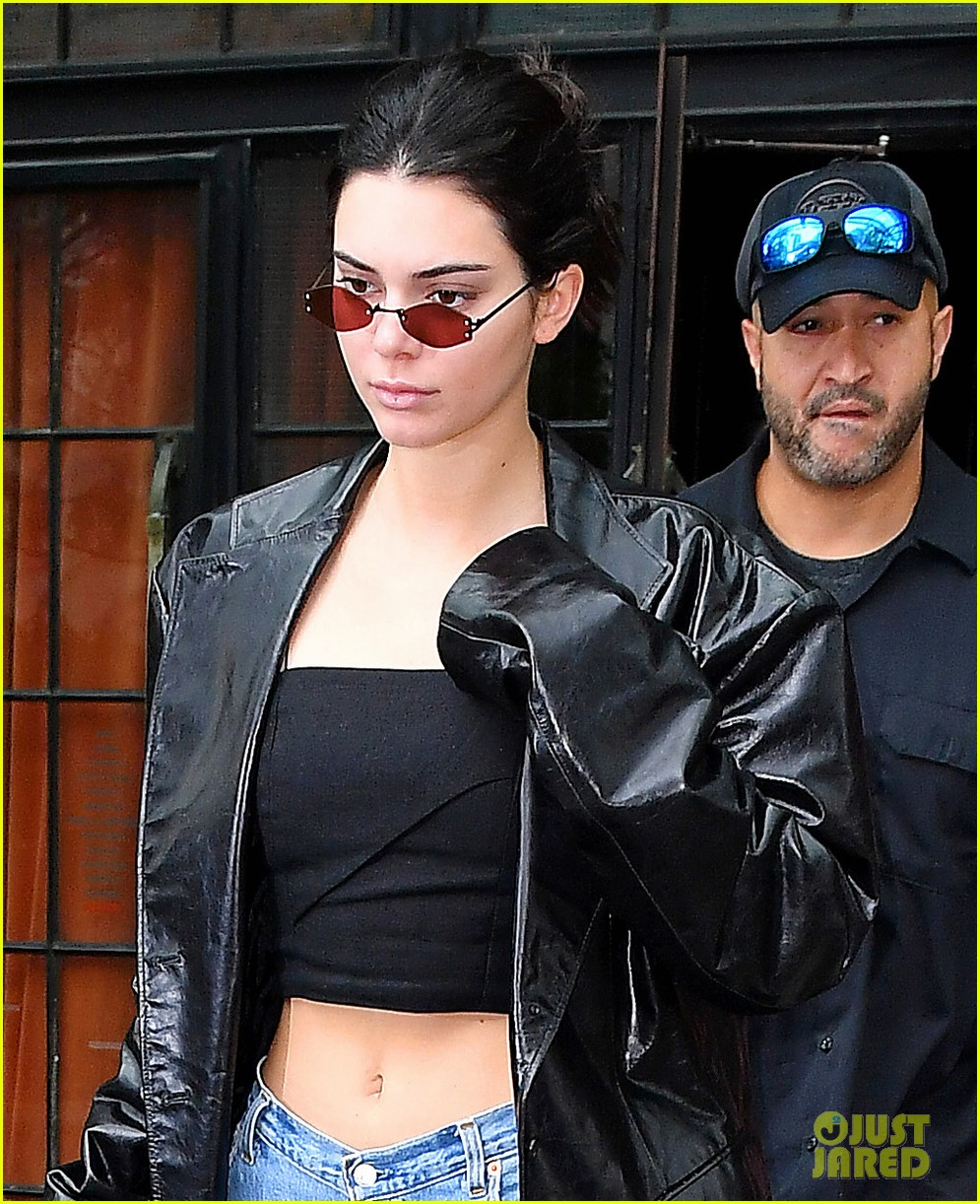 kendall jenner closes out nyfw at dinner with friends 023957126
