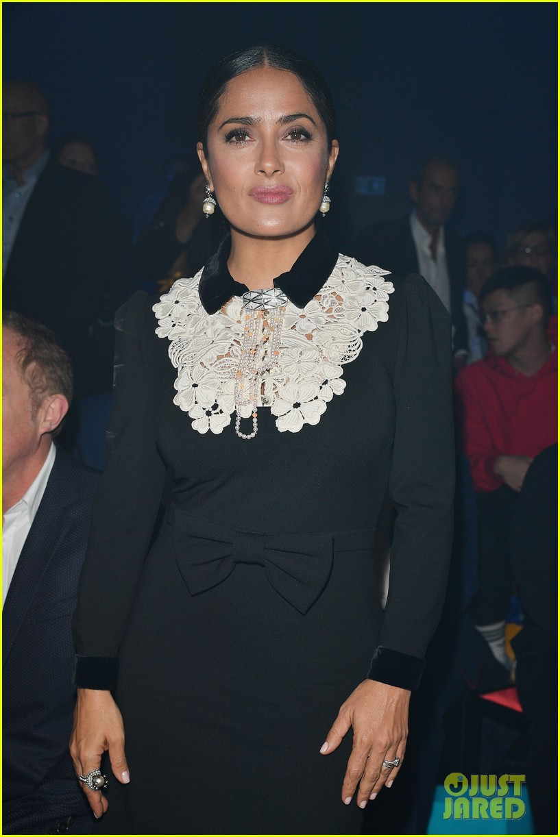 Dakota Johnson Looks Amazing At Gucci S Milan Fashion Show
