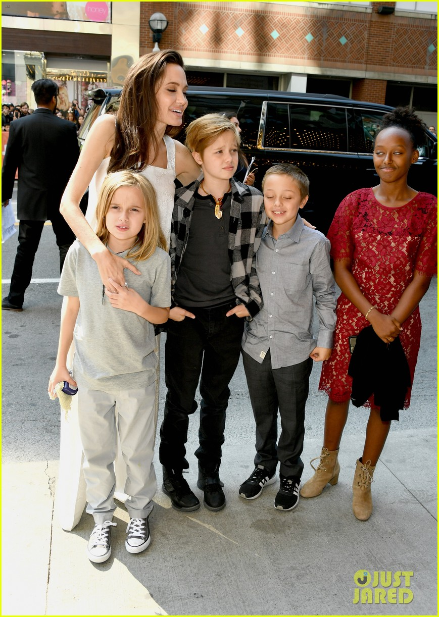angelina jolie brings kids red carpet tiff 033954327