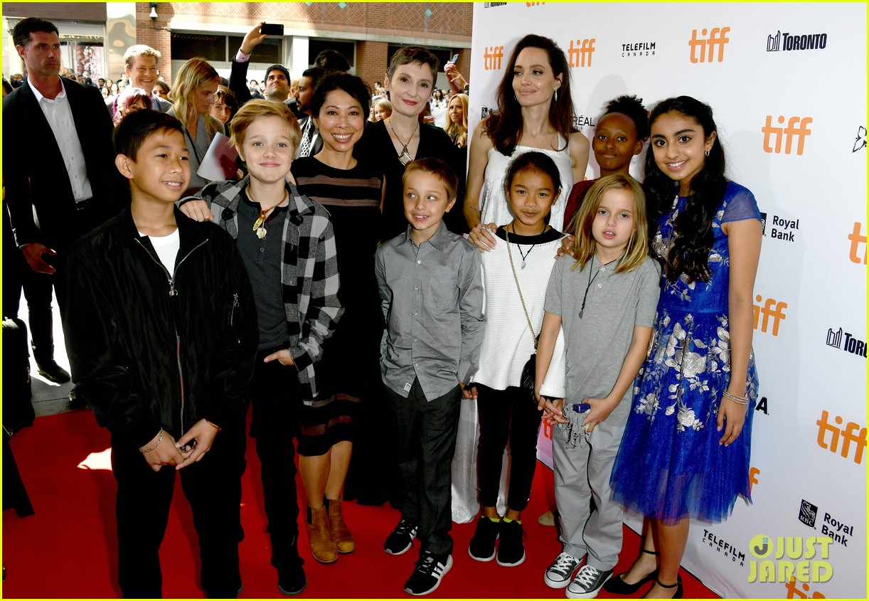 angelina jolie brings kids red carpet tiff 05