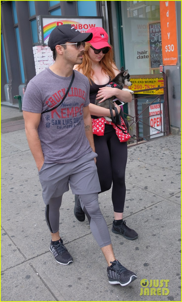 joe jonas and sophie turner adorably walk their new dog together 103952247