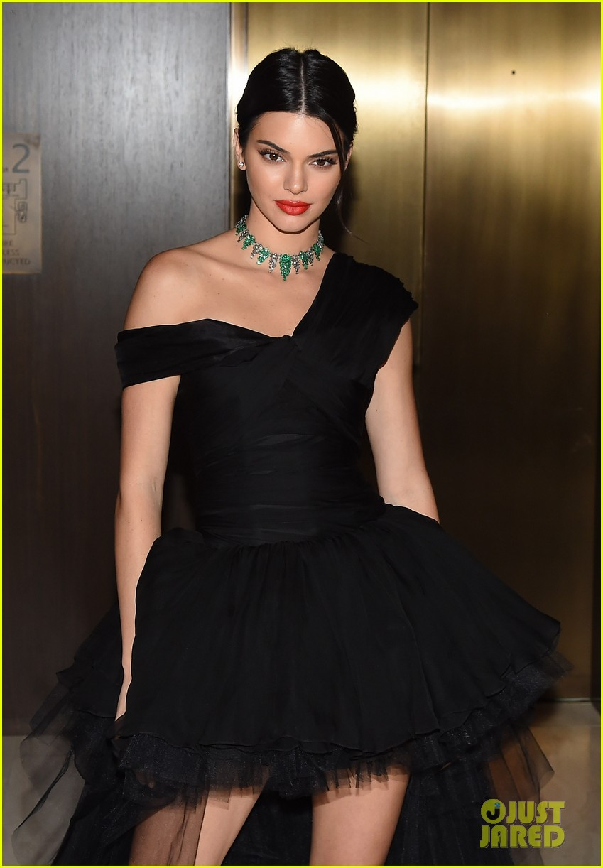 kendall jenner dfw awards valli gown 013953067