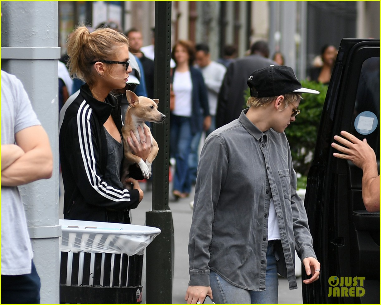 kristen stewart girlfriend stella maxwell enjoy afternoon oouting in nyc 043949648