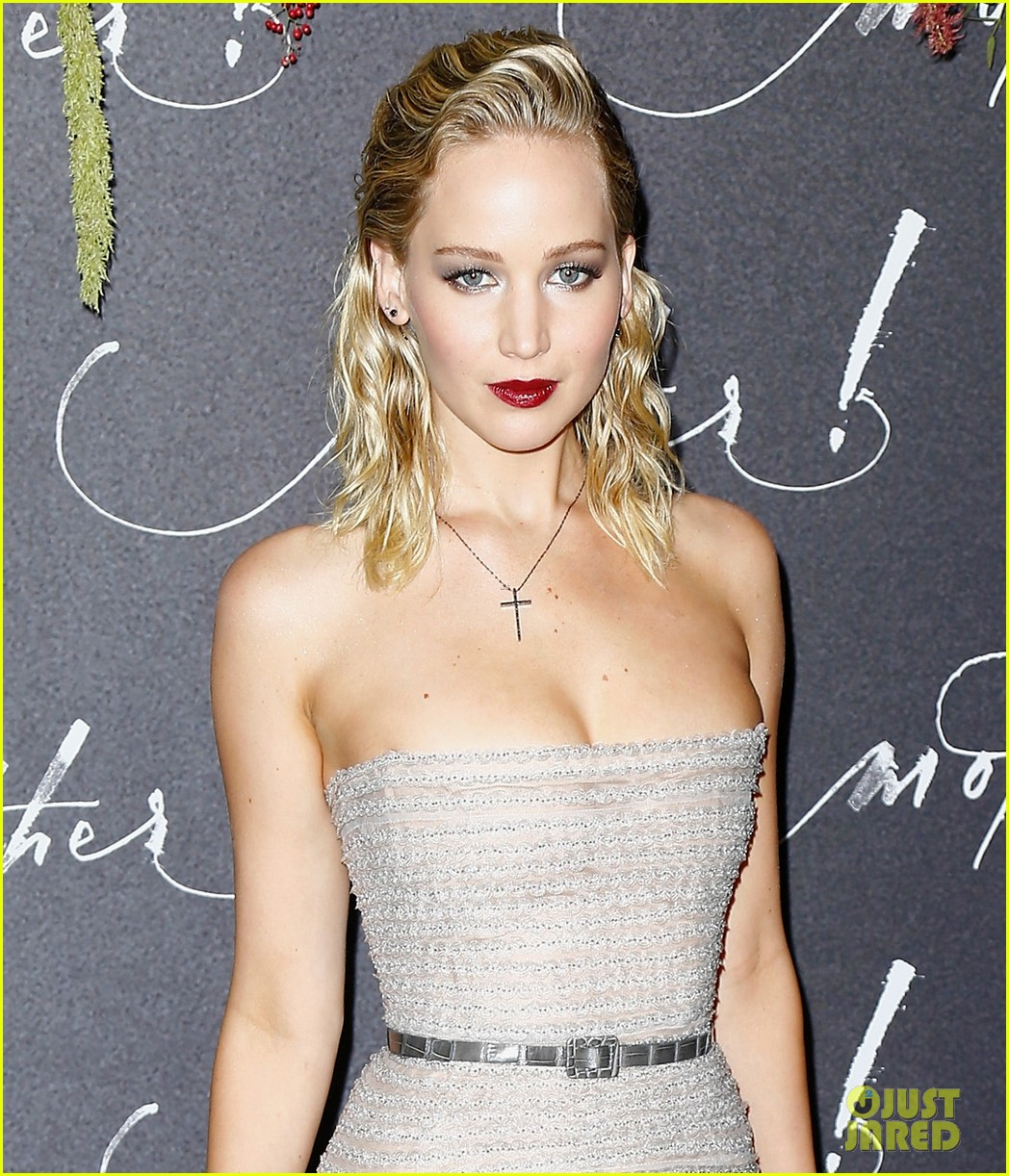 jennifer lawrence mother paris premiere darren aronofsky 043952323