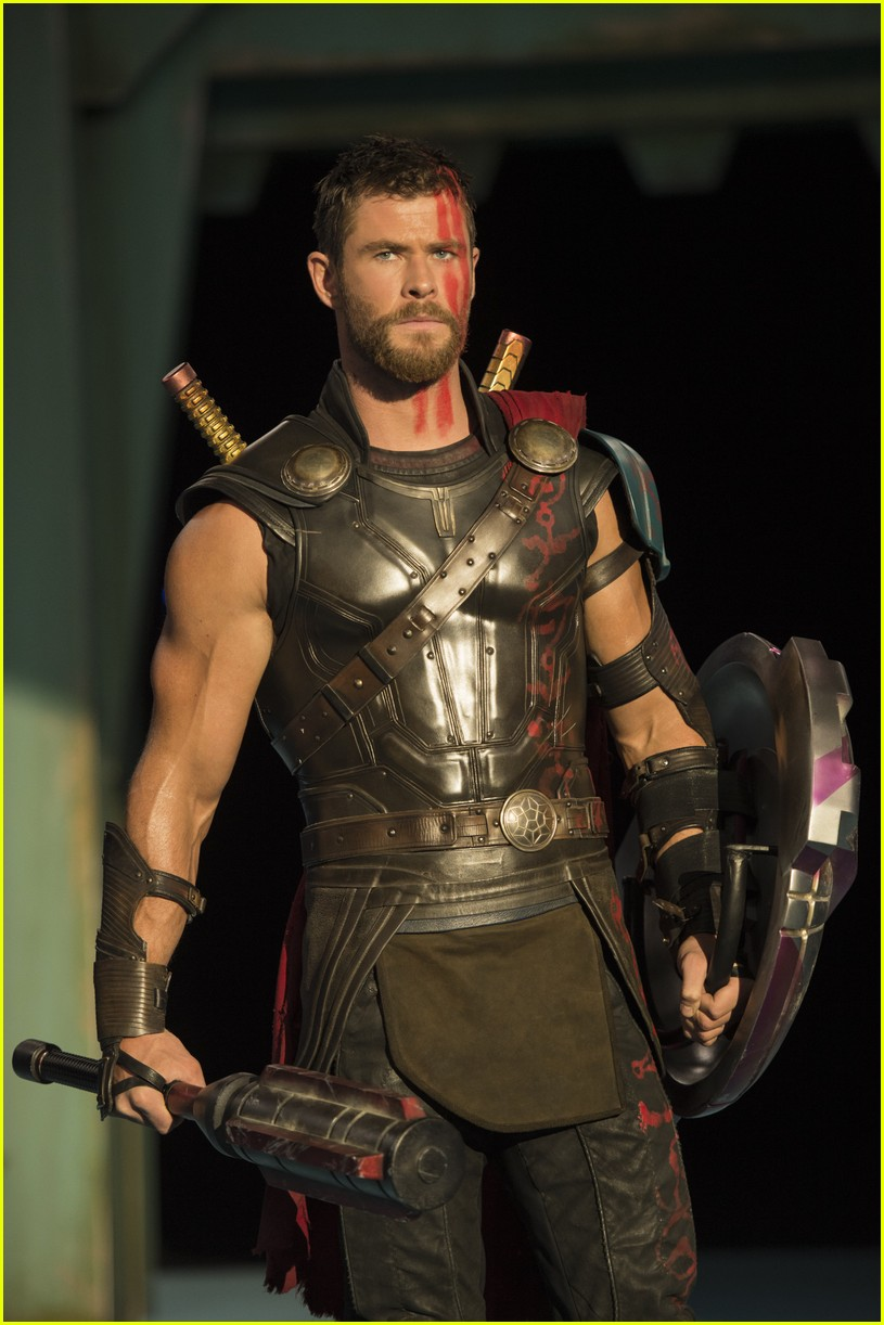 liam hemsworth almost took chris hemsworth thor role 033956455