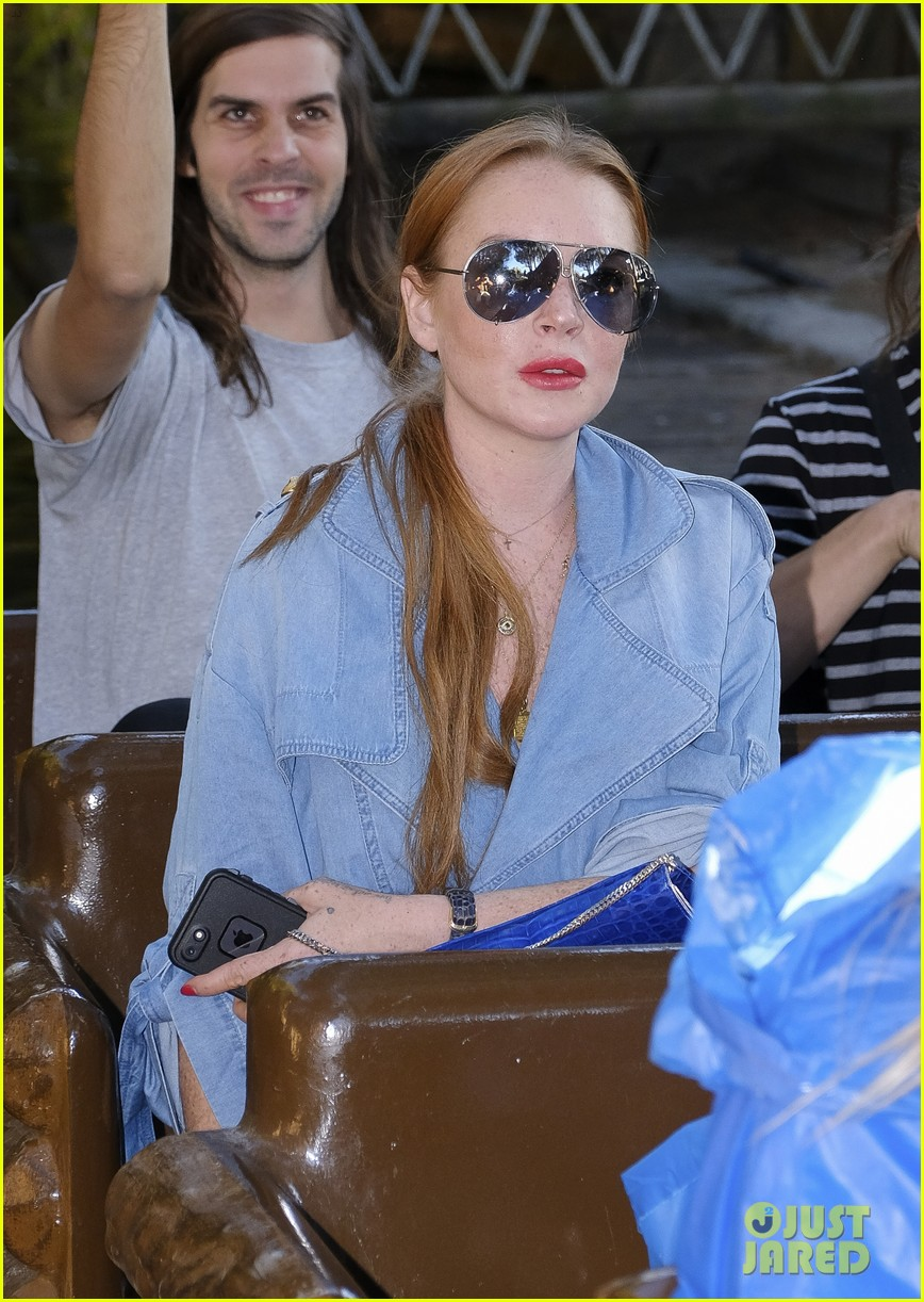 lindsay lohan shows off her street style during madrid fashion week 093960639