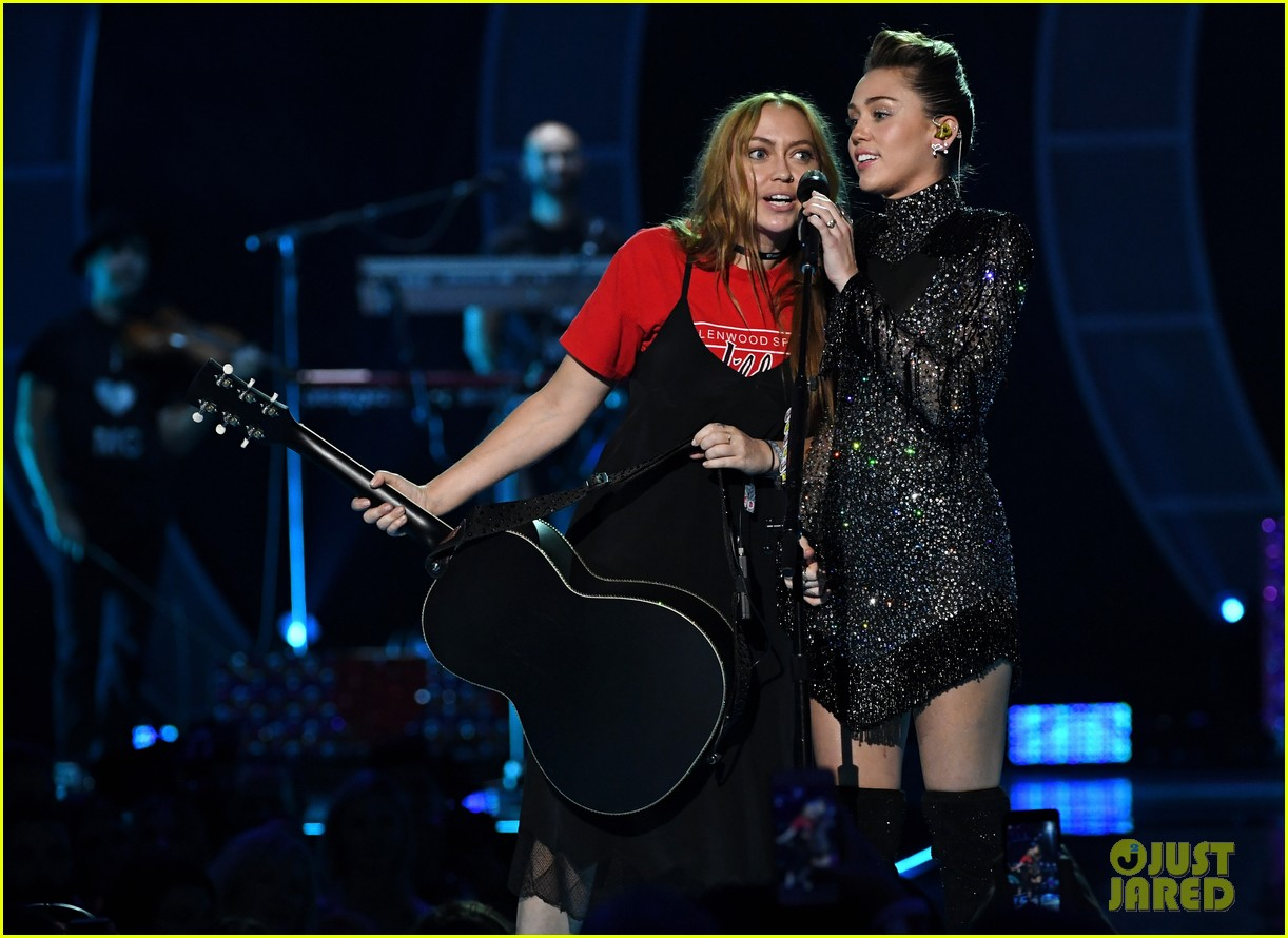 miley cyrus sparkles on stage at iheartradio music festival. 043963195