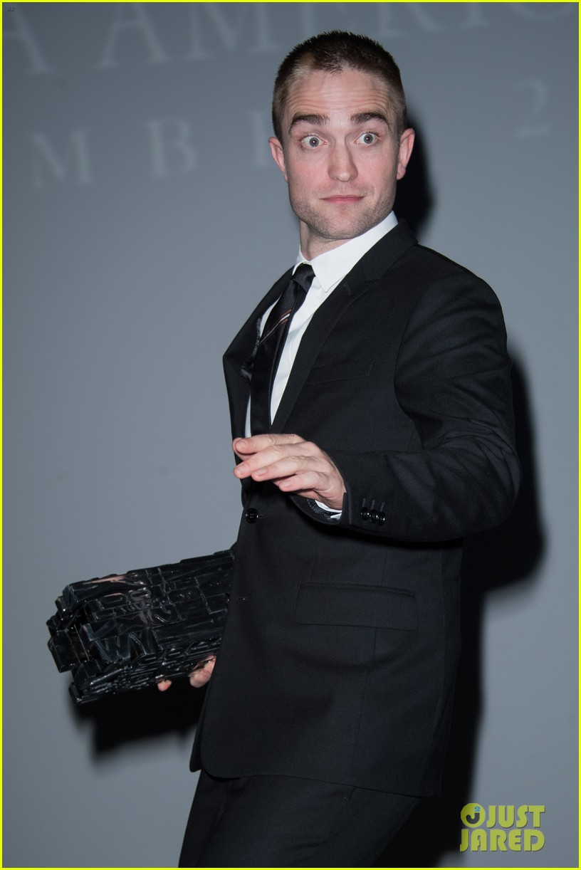 robert pattinson accepts special honor at deauville film fest 013949607