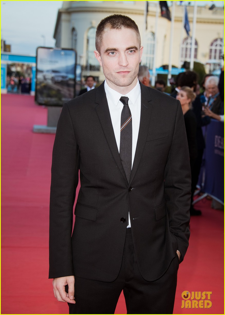 robert pattinson accepts special honor at deauville film fest 073949613