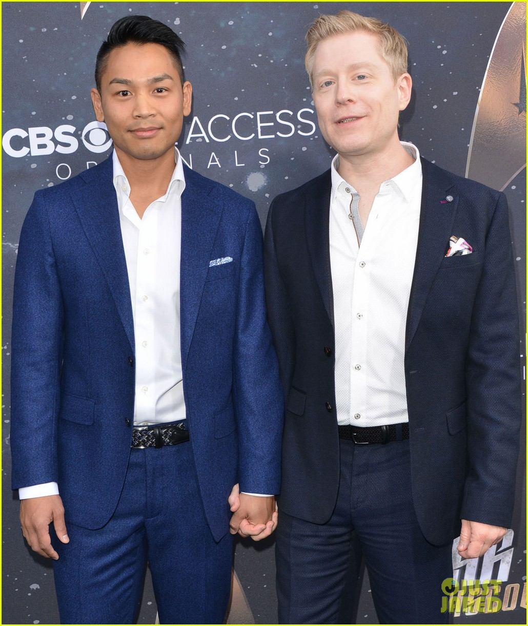 anthony rapp wilson cruz talk gay romance in star trek discovery 153961307