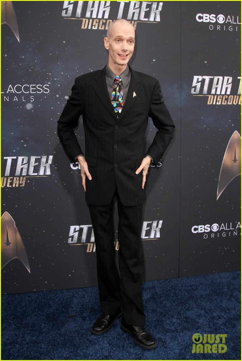anthony rapp wilson cruz talk gay romance in star trek discovery 653961357