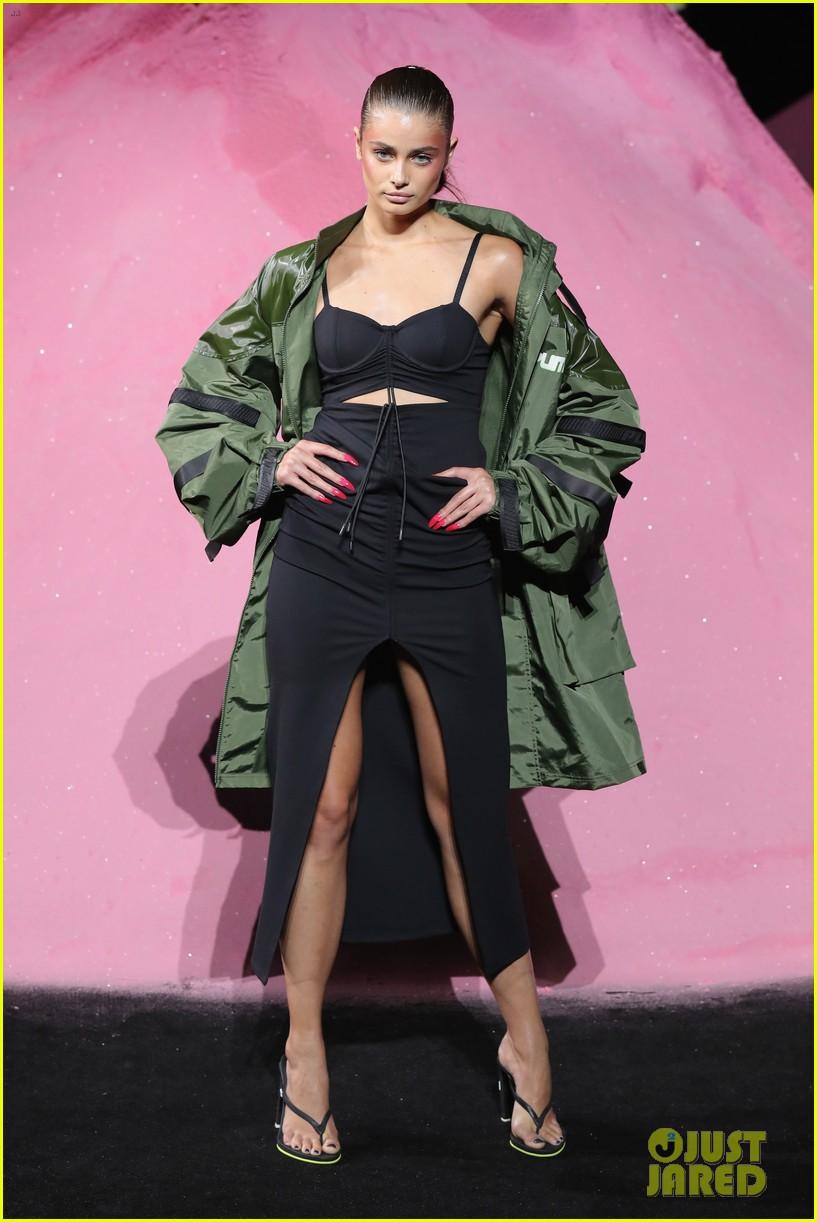 rihannas fenty fashion show 183954667