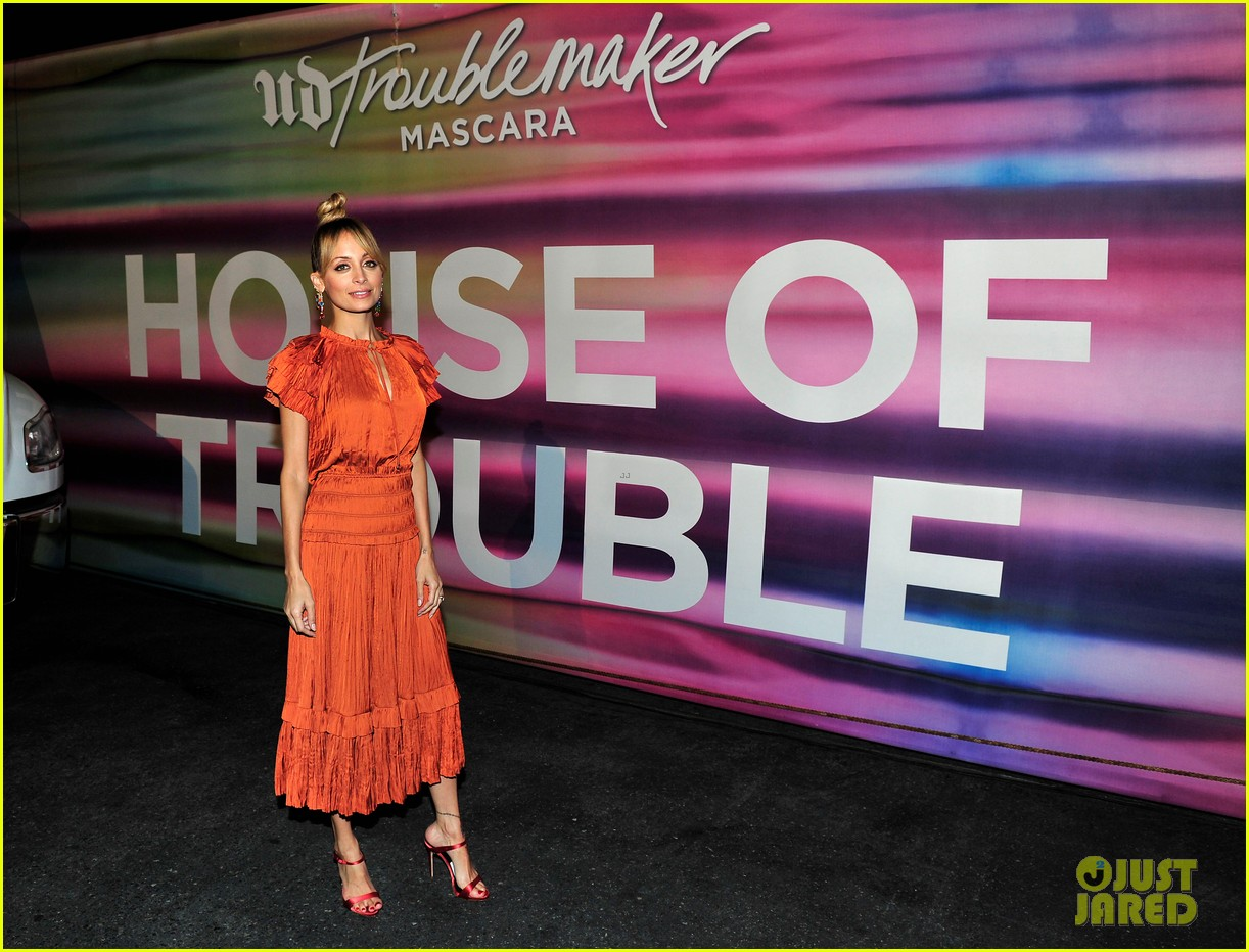 nicole richie says daughter harlow is a hair and makeup girl 043962070