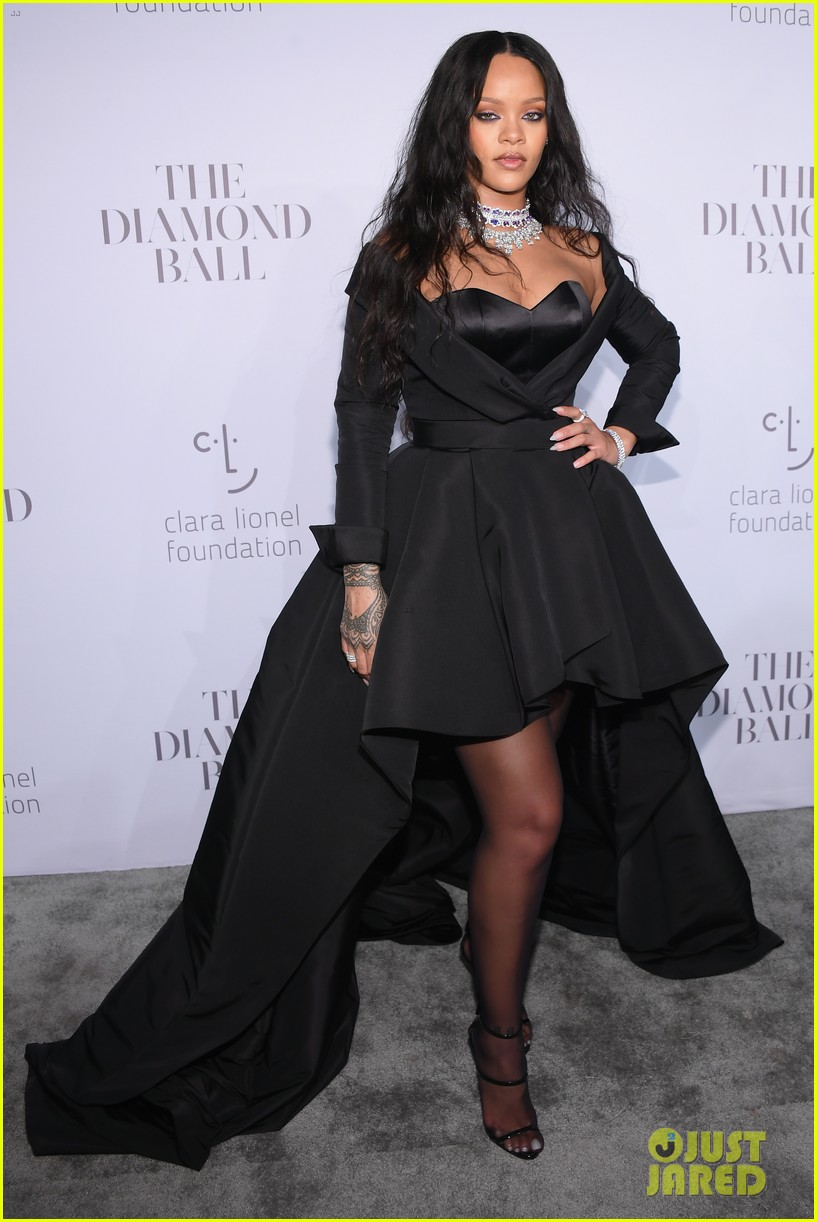 rihanna glams up for third annual diamond ball 093957239