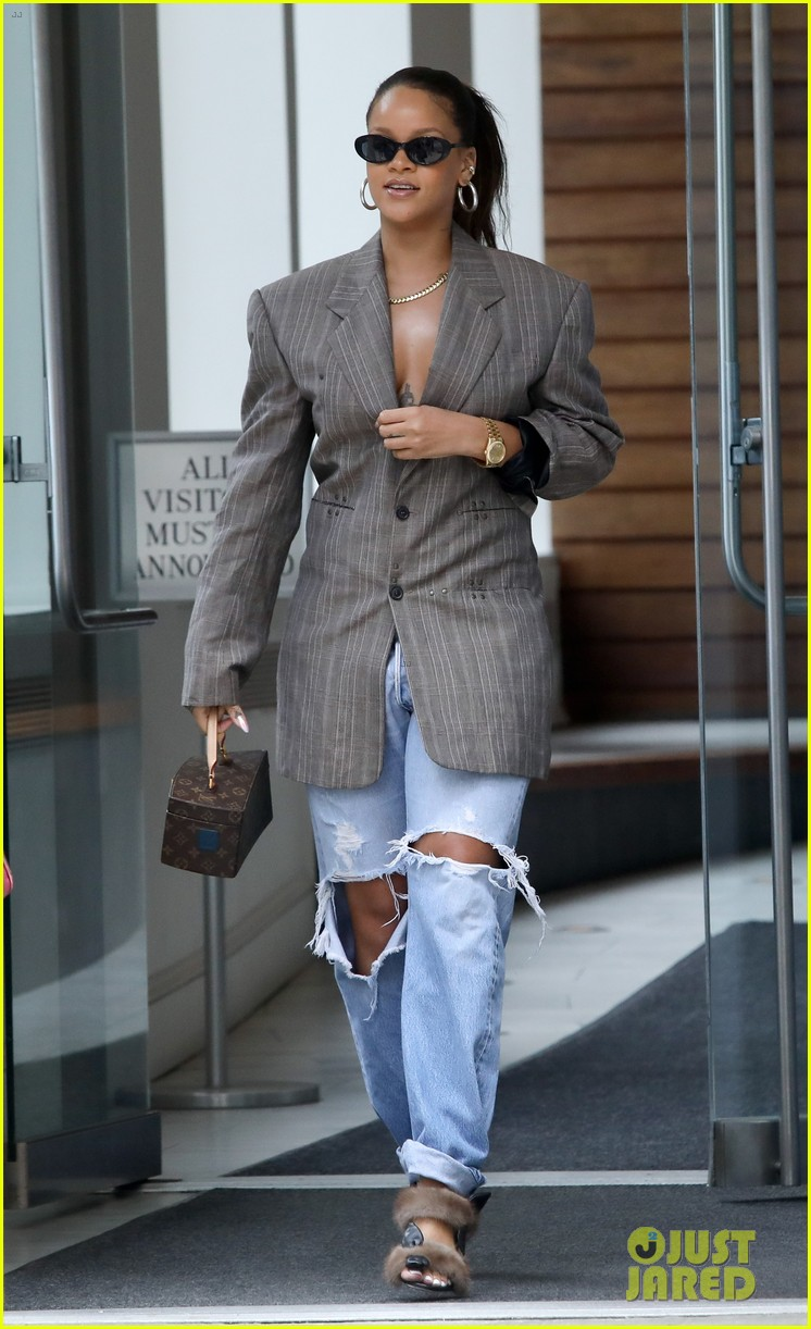 rihanna steps out in style in nyc 033953987