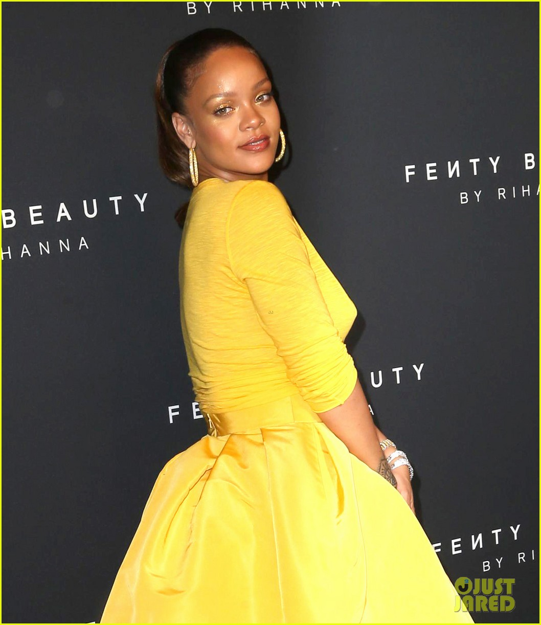 rihanna has major red carpet moment at fenty beauty launch 043952476