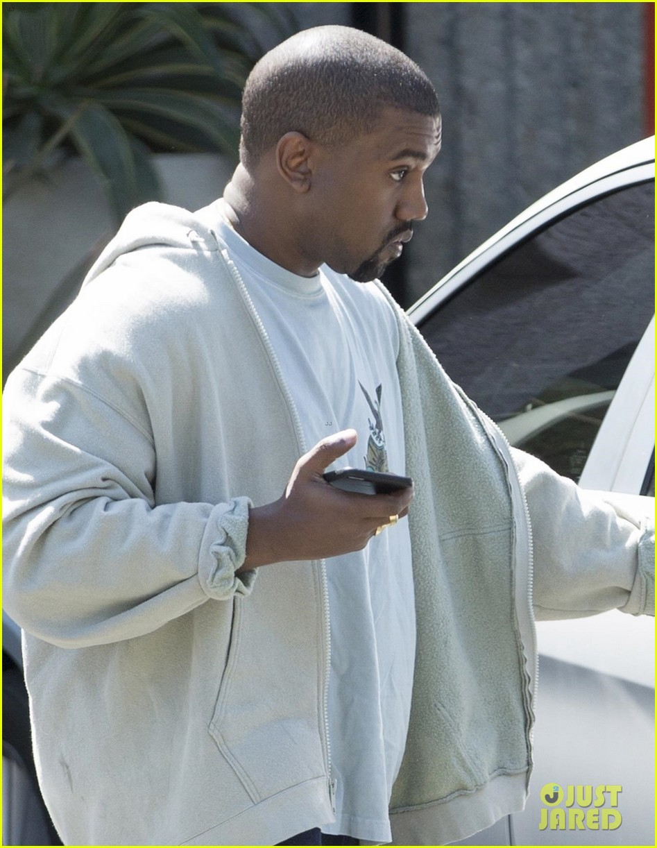 kanye west stays quiet on baby news with kim kardashian 023951216