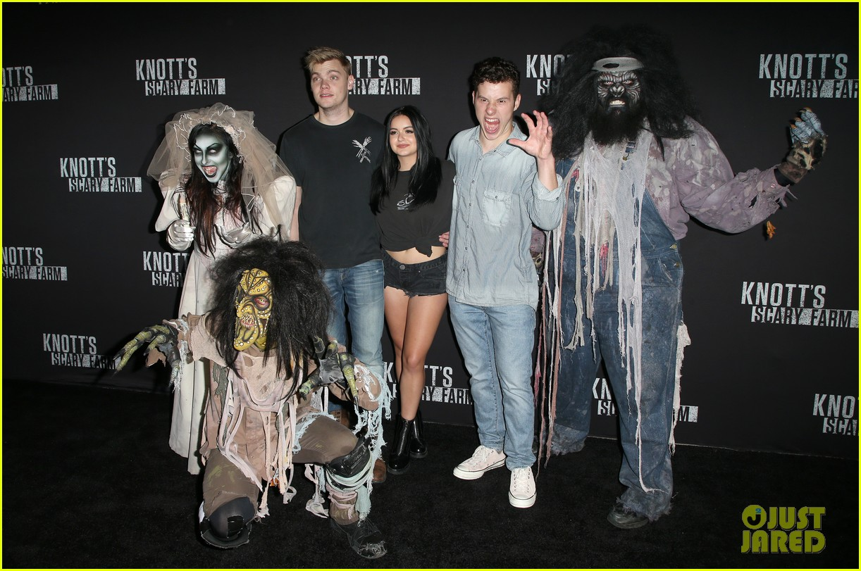 ariel winter and levi meaden get photobombed by nolan gould at knotts scary farm 053966405