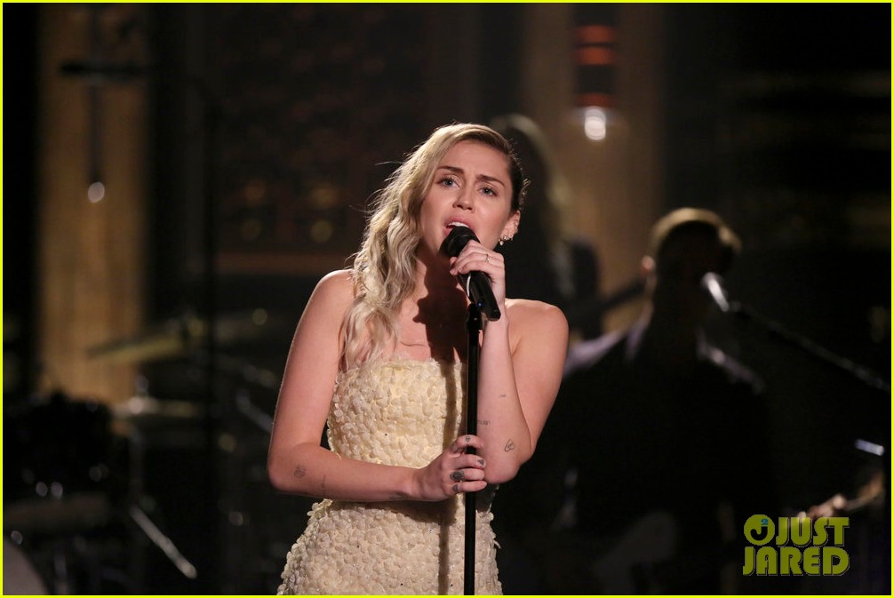 miley cyrus performs the climb on fallon as message of unity 023967296