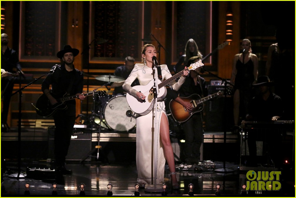 miley cyrus performs week without you on the tonight show 01
