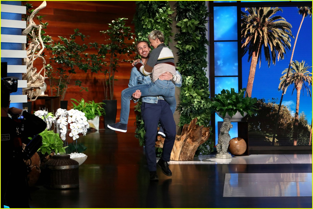 ellen degeneres runs and jumps into ryan goslings arms 043968831