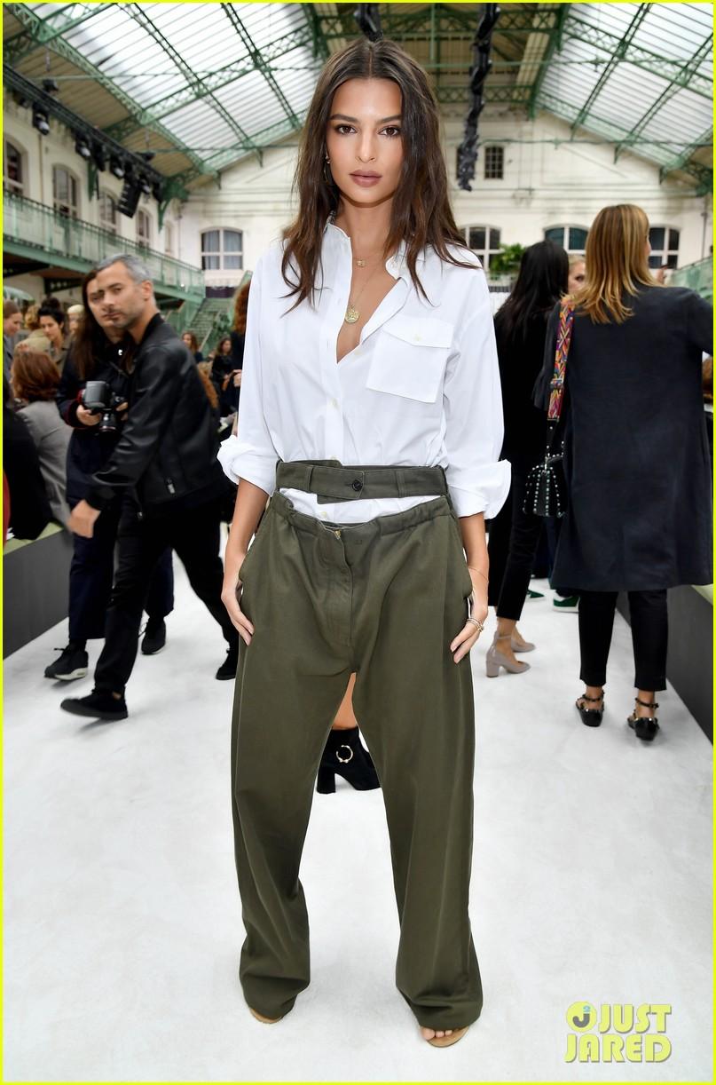 zoey deutch attends valentino show at paris fashion week 013966764