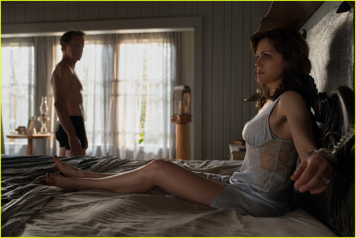 bruce greenwood is ripped at 61 goes shirtless in geralds game 02