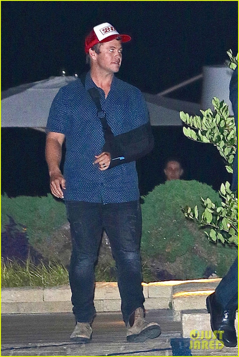 liam hemsworth and injured brother luke grab dinner at nobu 023968998