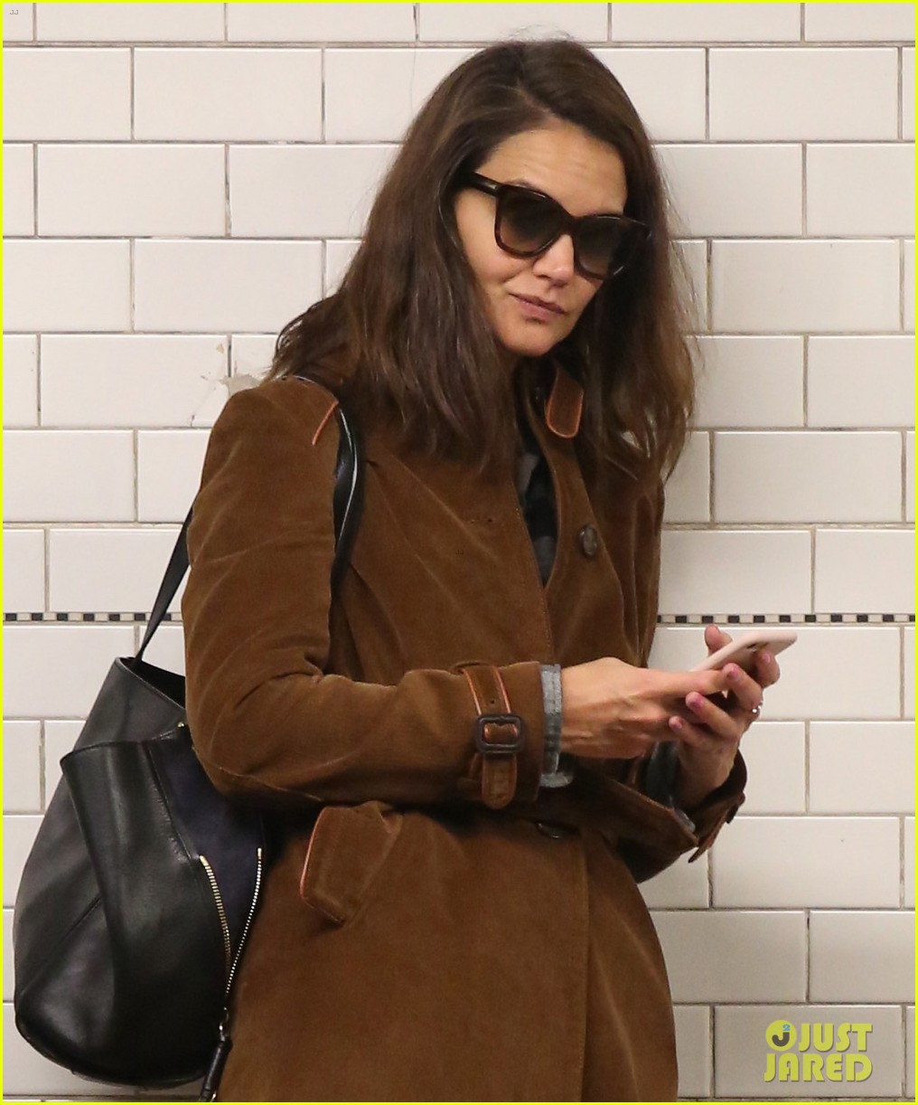 katie holmes rides the subway just like the rest of us 043972987