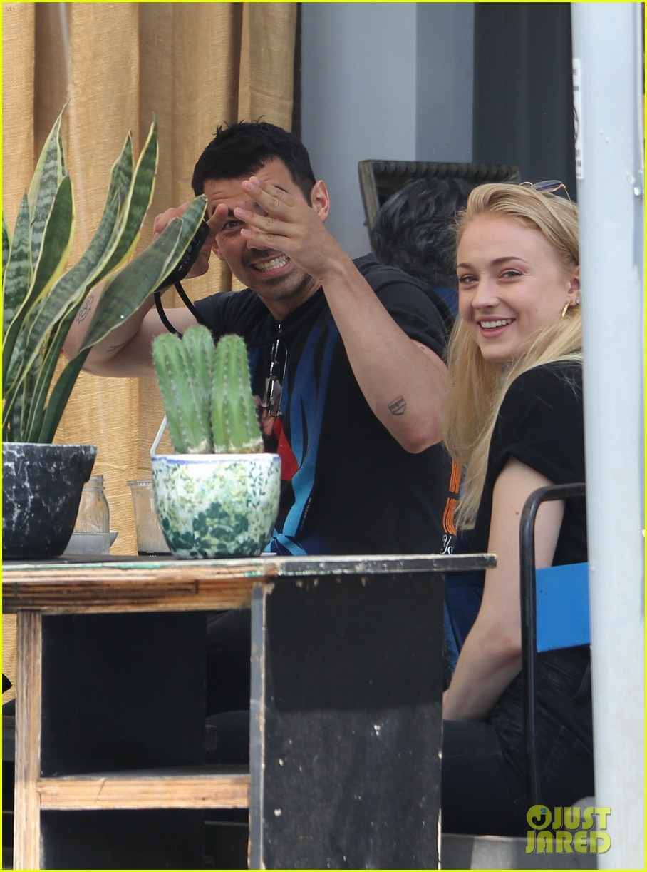 Joe Jonas Amp Sophie Turner Are Engaged Photo 3972754