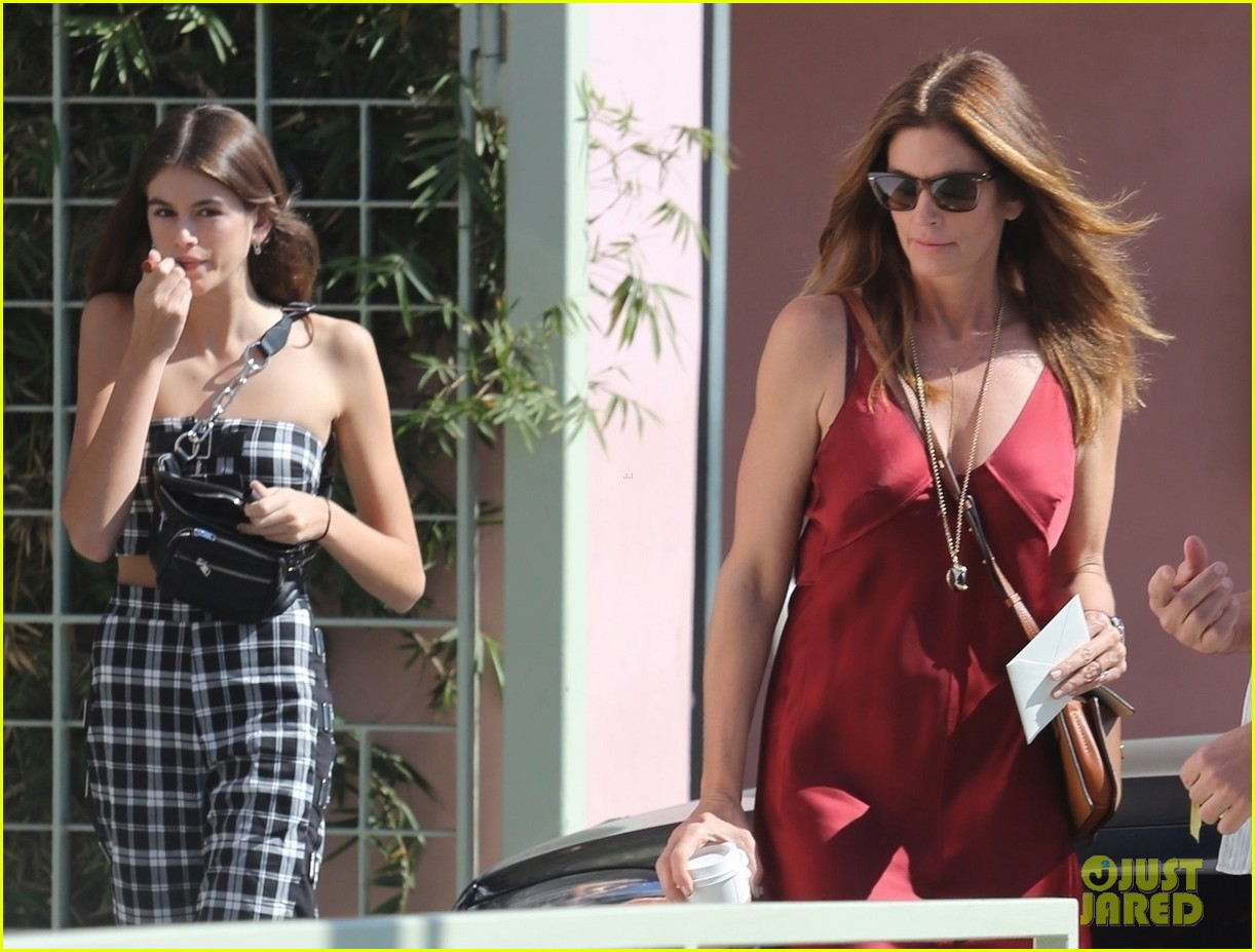 kaia gerber cindy crawford step out 043973239