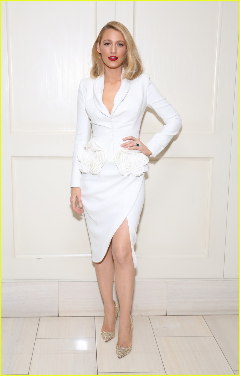 blake lively debuts shorter hair 053971027