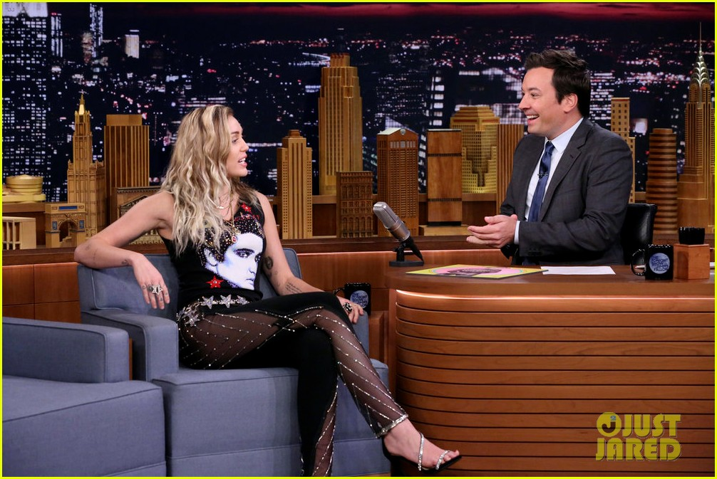 miley cyrus performs the climb on jimmy fallon 073967246