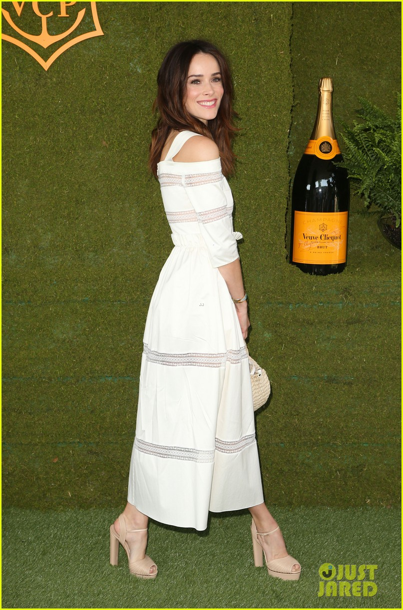 tracee ellis ross wears chic sun hatt for veuve clicquot polo classic 083972501
