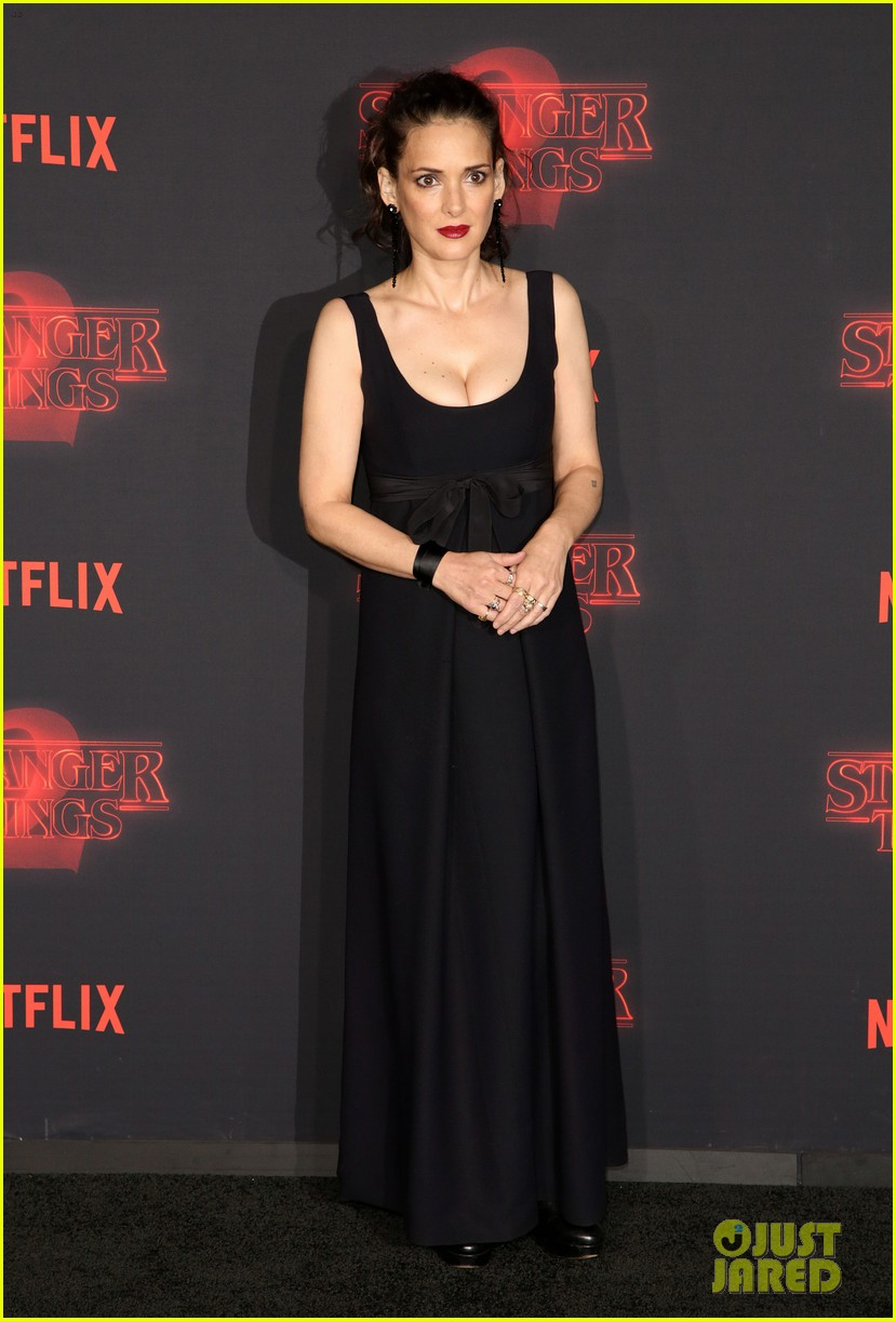 winona ryder stranger things season two premiere 123978642