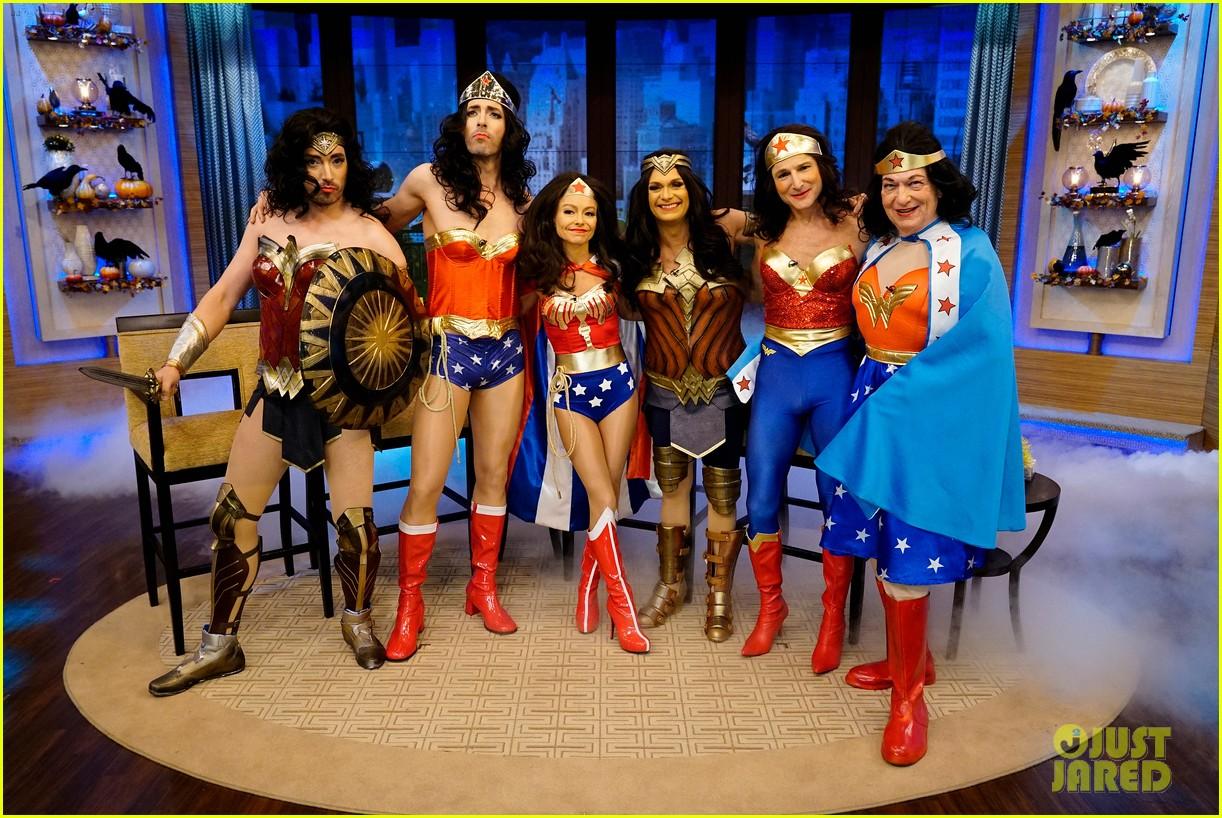 Jonathan Amp Drew Scott Dress As Wonder Woman For Halloween Photo 3980497 2017 Halloween