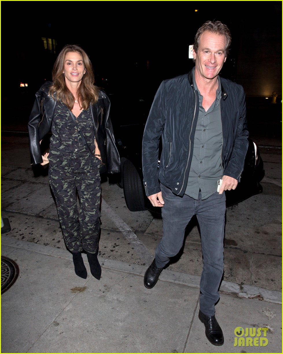 cindy crawford goes camo for date night with rande gerber 033983064