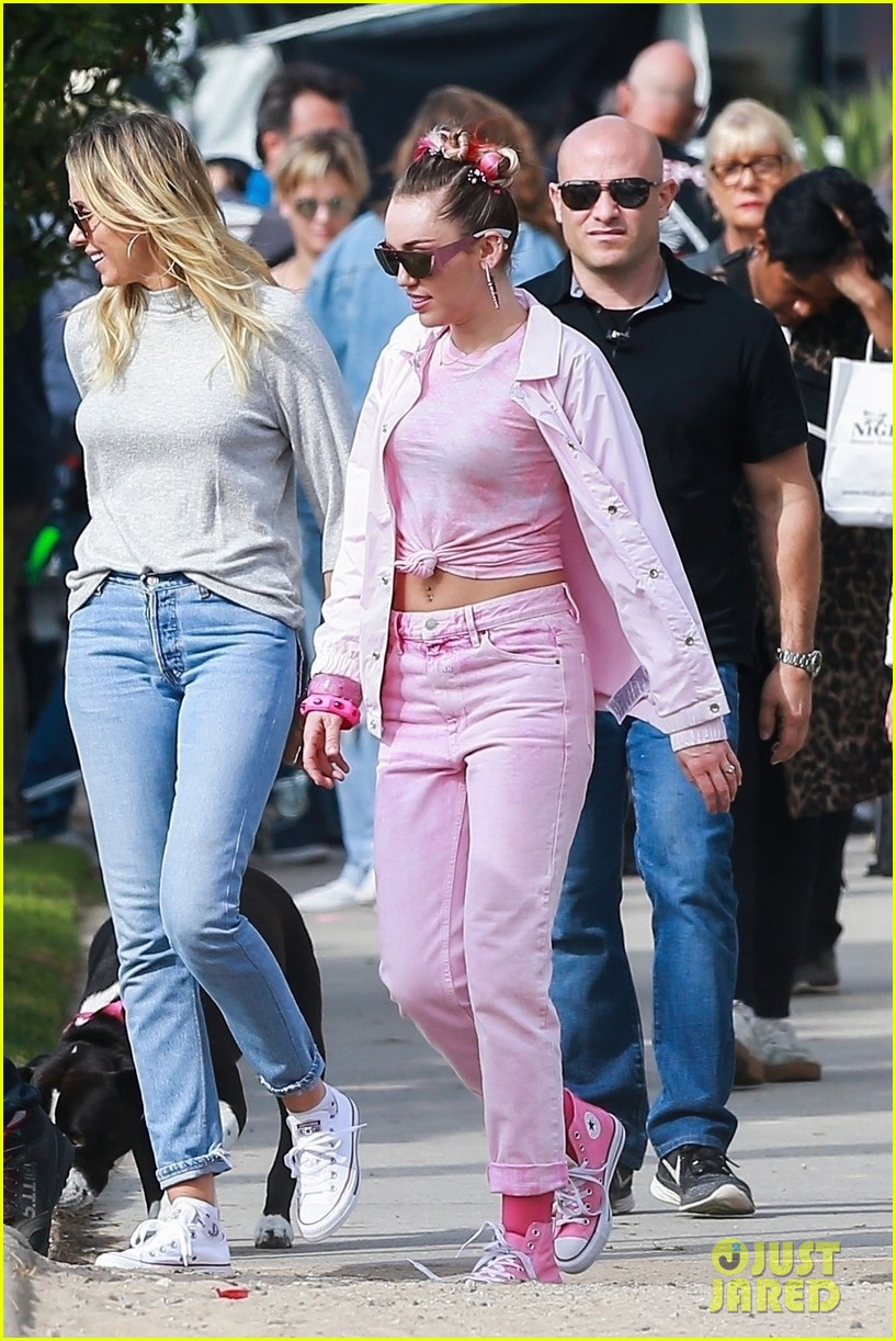 miley cyrus looks beautiful in blue during venice beach shoot 013988779