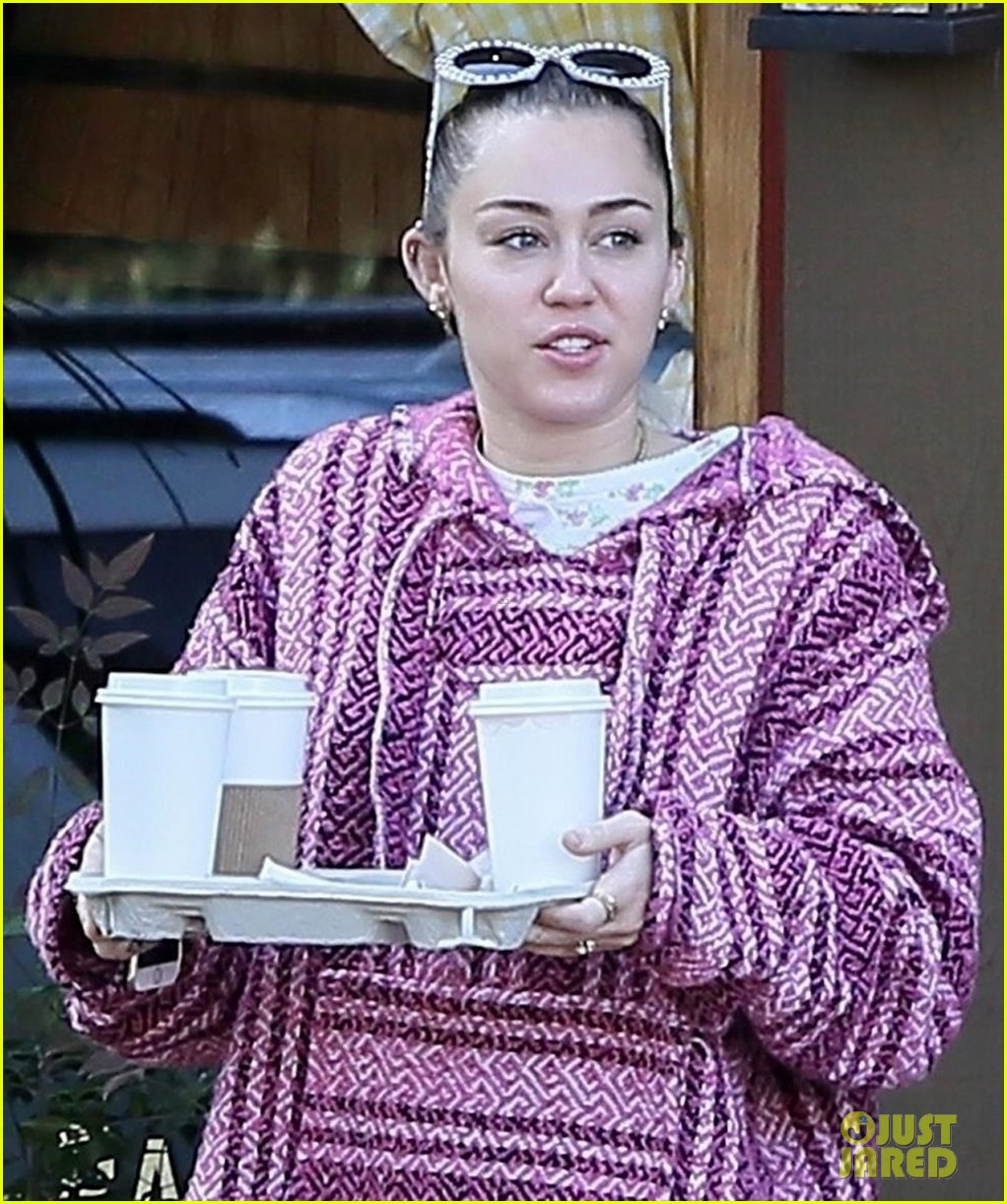 miley cyrus and liam hemsworth couple up coffee run 013984481