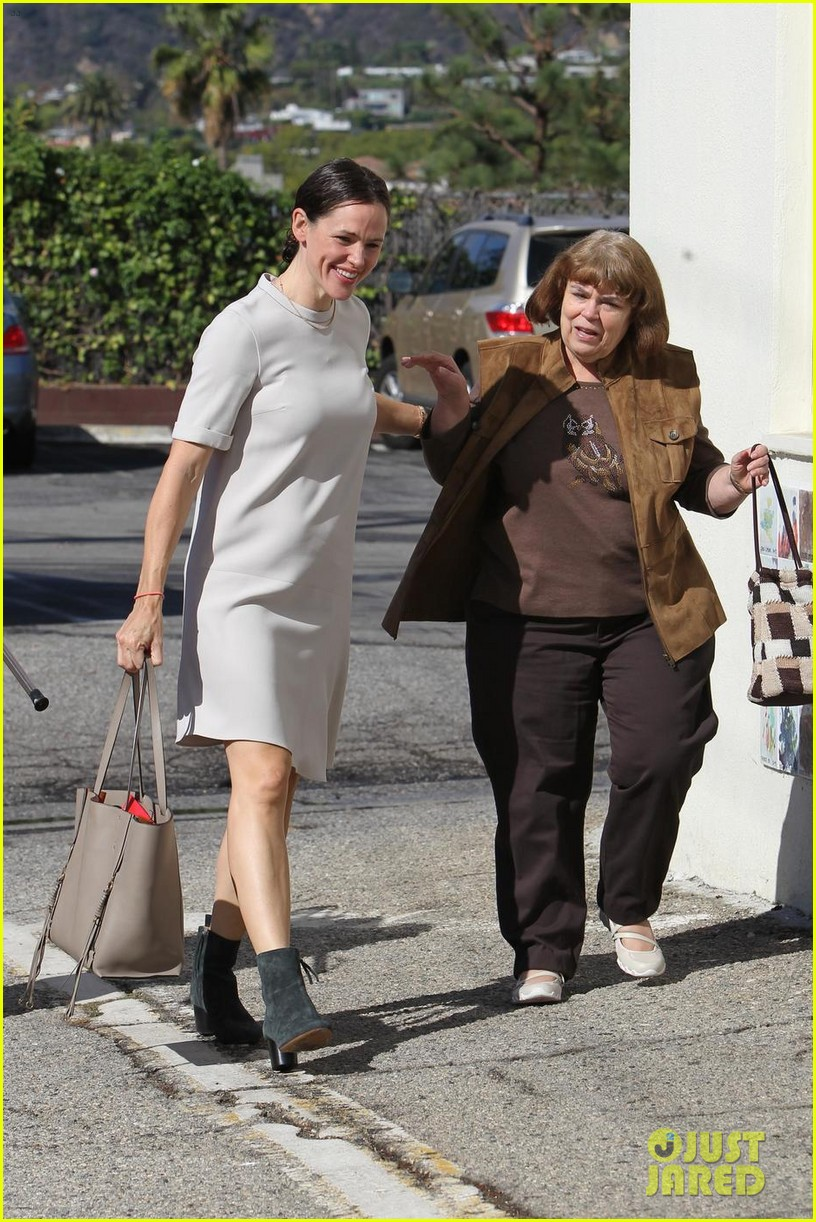 jennifer garner is all smiles at sunday church service 033983663