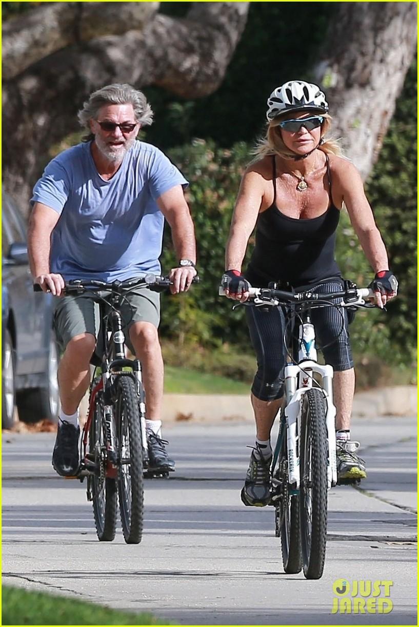 goldie hawn kurt russell thanksgiving bike ride 053992194