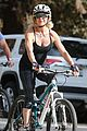 goldie hawn kurt russell thanksgiving bike ride 02