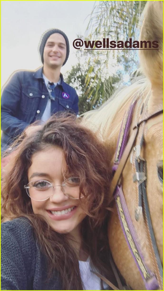 sarah hyland wells adams horseback riding date 103983261
