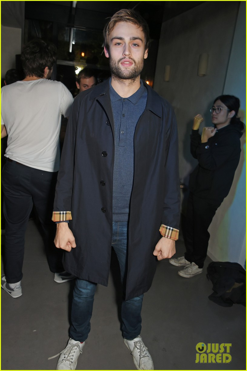 jeremy invine douglas booth mr porter party 05