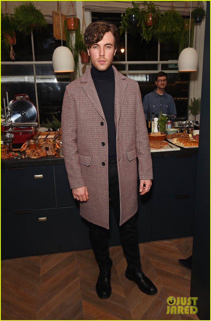 jeremy invine douglas booth mr porter party 073985586