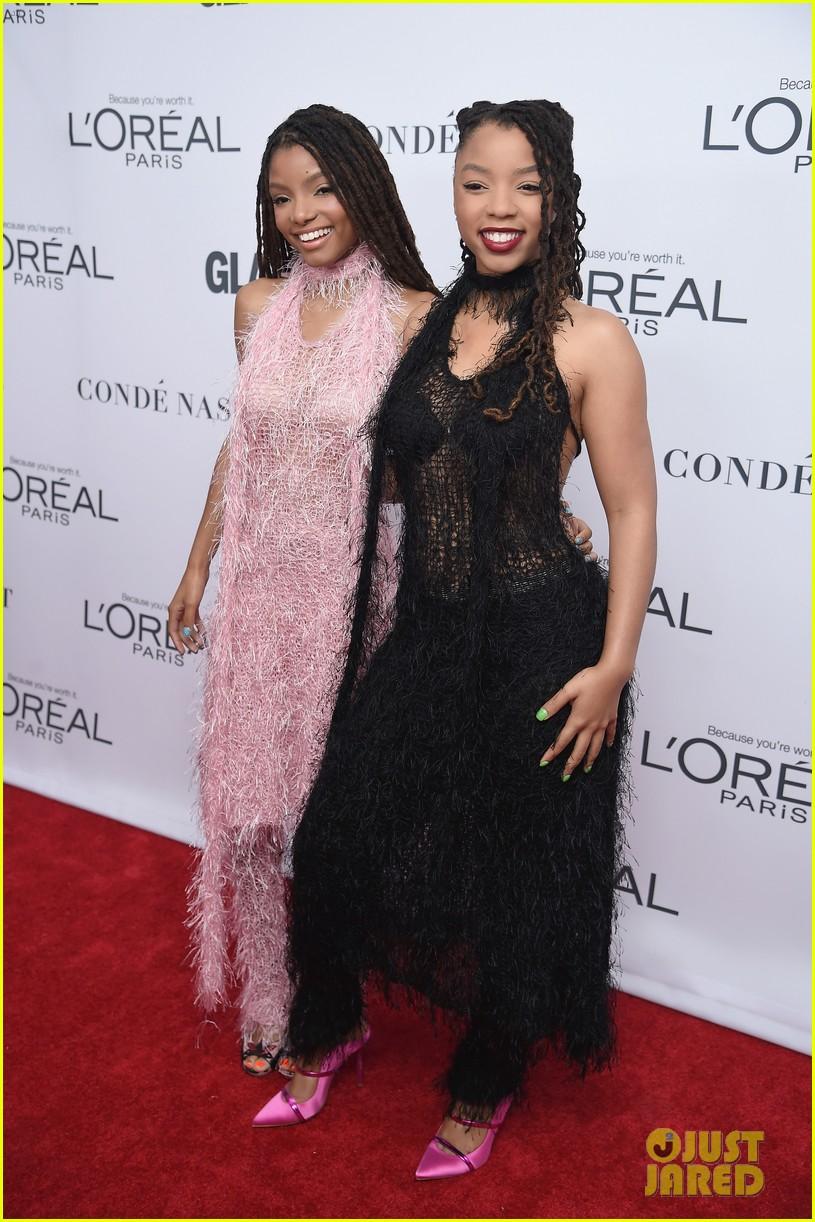 nick jonas and zendaya look sharp at glamours women of the year awards 2017 013986999