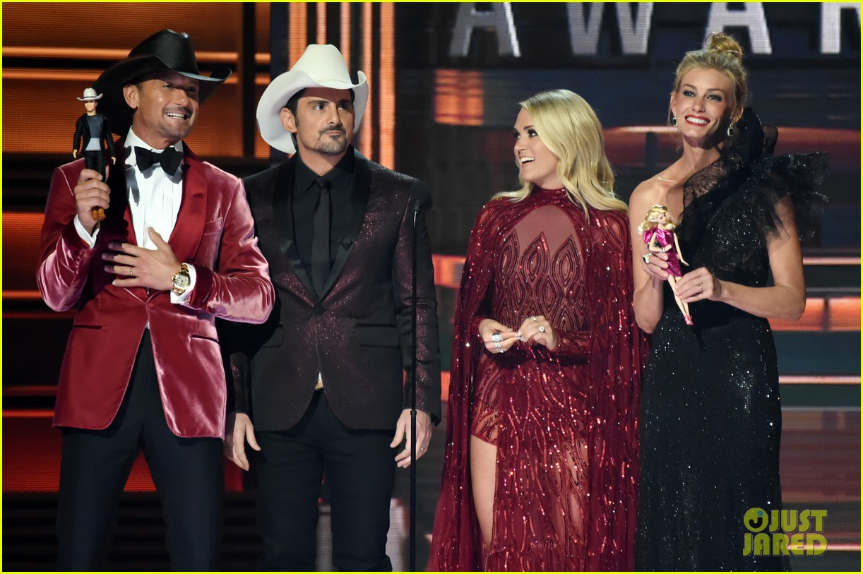 Tim Mcgraw Faith Hill Crash Cmas Opening Monologue To