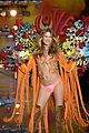 behati prinsloo not walking vs fashion show 2017 23
